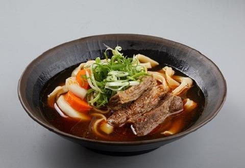感謝香港「三星台菜食堂」老板傅珮嘉分享!! 盲測 漢典/KiKi/晶華 三款即時牛肉麵 漢典牛肉麵以濃郁湯頭贏得大眾的喜愛 這麼方便這麼用心的台灣牛肉麵 在這裡買的到喔!! https://welovefood8.1shop.tw/oh3bjp