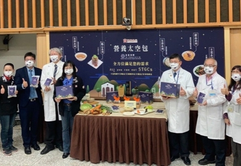 為照顧銀髮族的健康與營養,臺大醫院雲林分院攜手漢典冷凍調理食品公司研發適合銀髮族的飲食